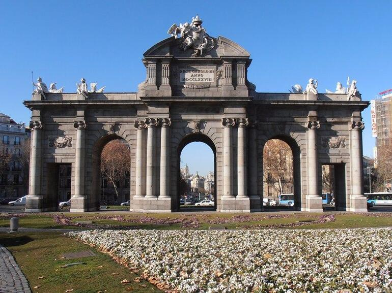 Puerta de Alcal� 6.JPG - Madrid