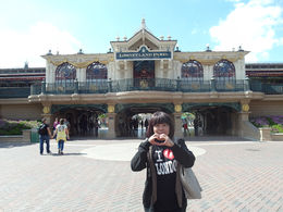 I am right in front of Paris Disneyland and felt so honoured to be there. Love it , Boi Kui C - June 2015