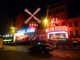 The outside of the Moulin Rouge , Marjorie I - October 2016