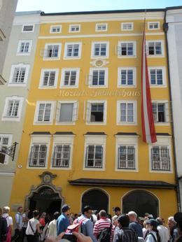 Mozart's birthplace , Thomas E - June 2011