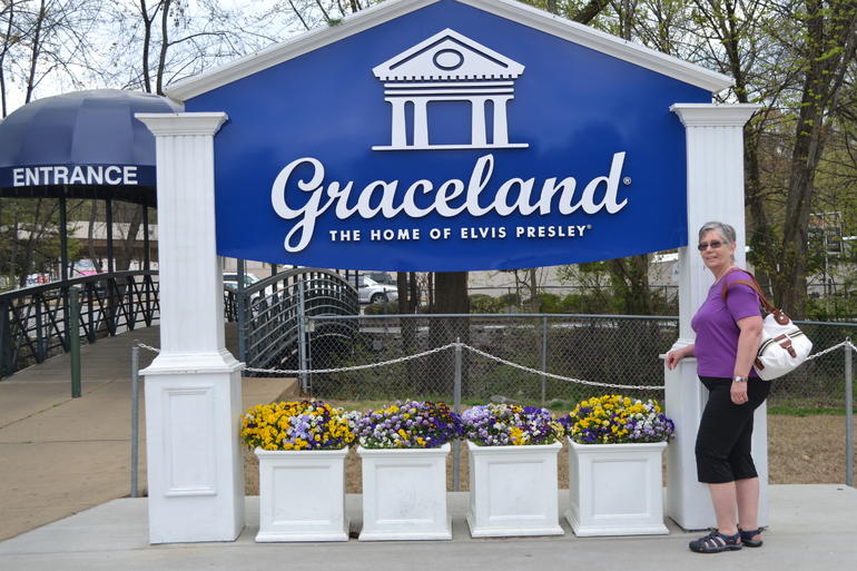 Entering Graceland - Memphis