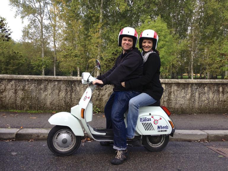 Florence Vespa Tour: Tuscan Hills and Italian Cuisine