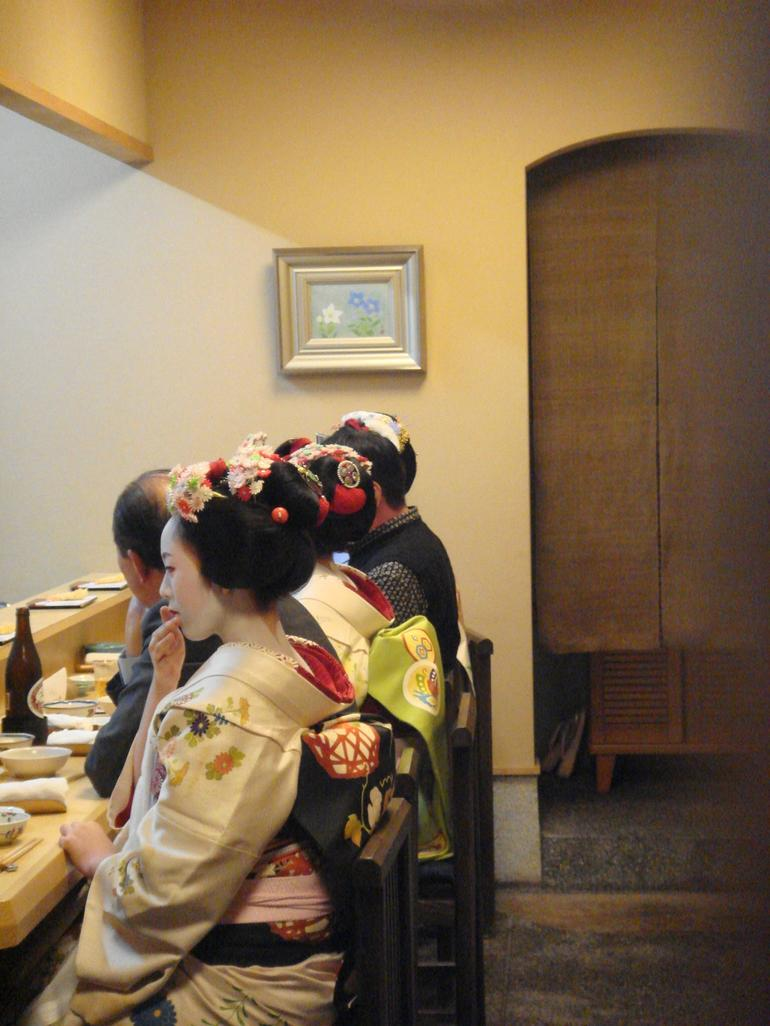 Maiko at Pontocho restaurant - Kyoto
