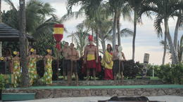 The ali'i (high ranked) supervise the opening the earth-oven. , Mariangela M - August 2012