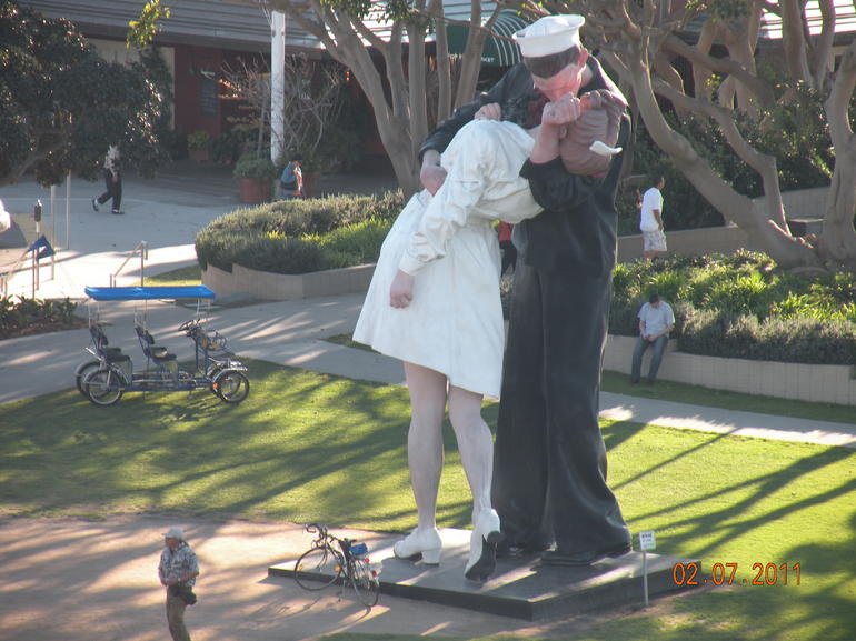 Famous statue of Sailor Kissing Girl - San Diego