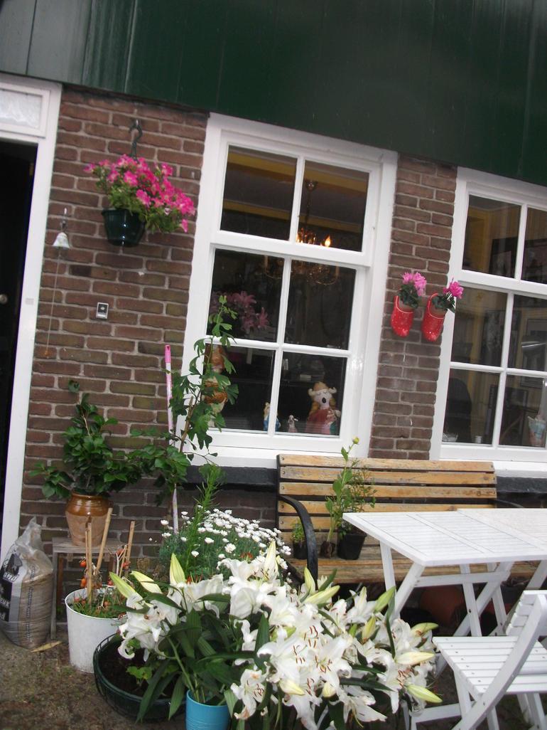 Front Porch of a Marken House_DSCF5476_Tania Dey - Amsterdam