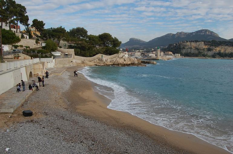 Walk from Port of Cassis to Calanques - Marseille