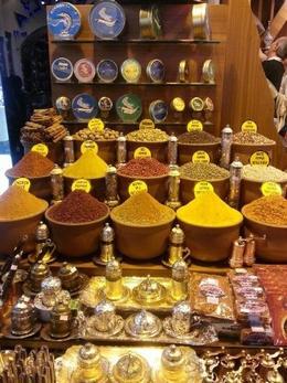 Recorrer el bazar, con olores a diferentes tés, especias y delicias turcas es un placer , Zappy - May 2014