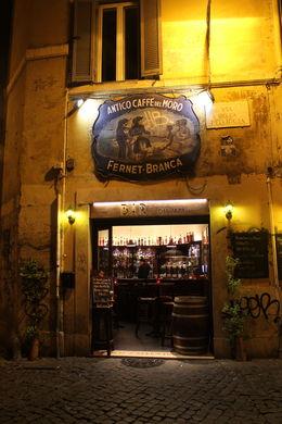 Antico caffe del moro - sfeerbeeld Trastevere 's avonds , H. G - May 2015