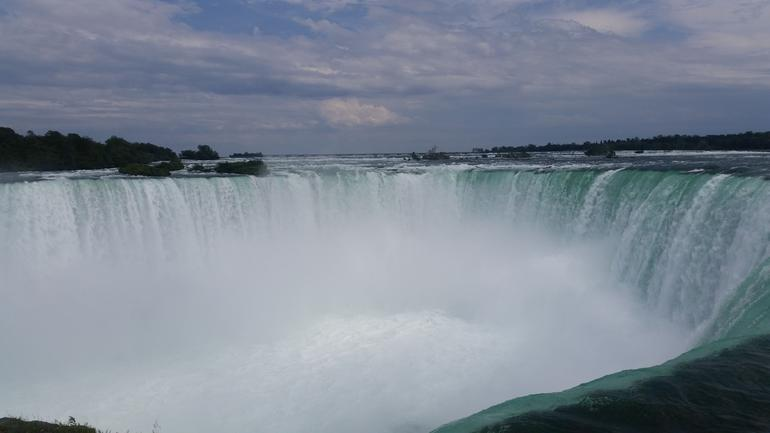 Niagara Falls Luxury Bus Day Tour From Toronto With Hornblower Boat Cruise