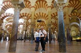 Luis Valiente y Elisa de Valiente posando en la mezquita de Córdoba. , Ely - October 2017