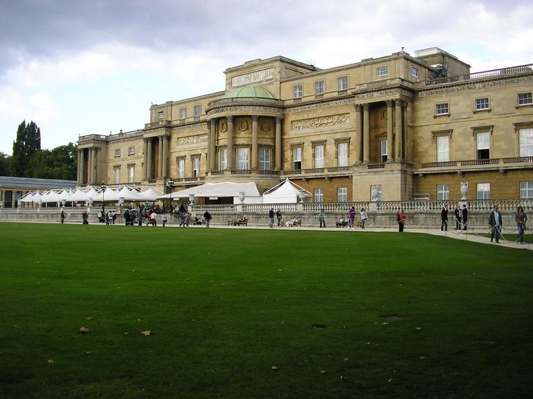 Buckingham Palace from the back, London - London