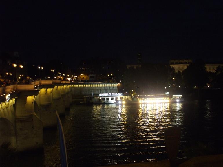 Tour at night - Paris