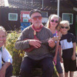Maddie and Coco Hunter with Zaanse Schans' own one man show! , Stephanie W - October 2014