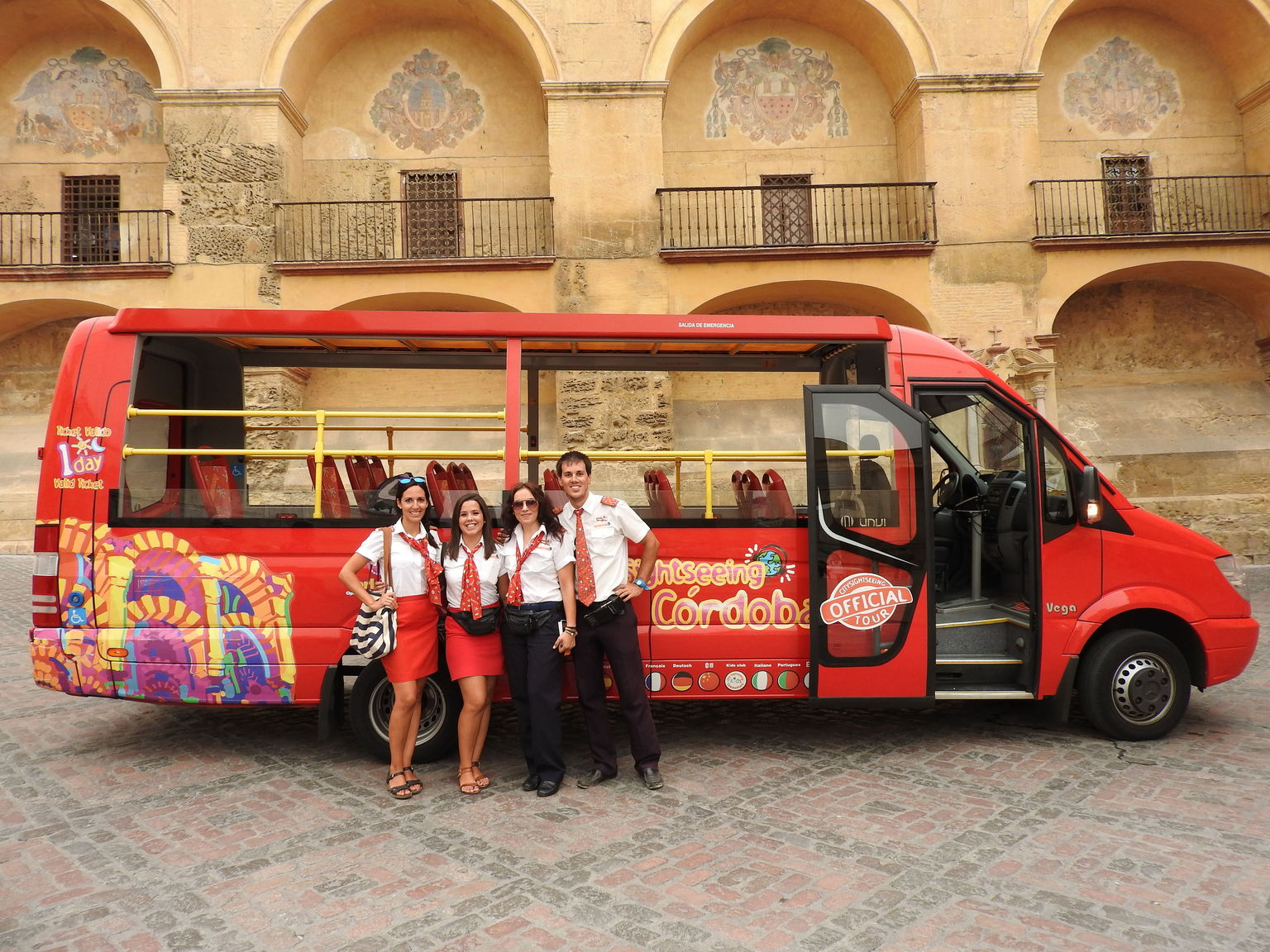 MÁS FOTOS, Recorrido en autobús turístico con paradas libres por la ciudad de Córdoba
