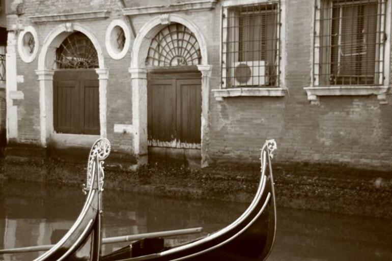 Arty Gondolas - Venice