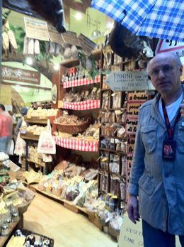 Mini mercado de produtos regionais: panini, tartufo, queijos, vinhos, grapa... , Eduardo Olindo B - November 2013