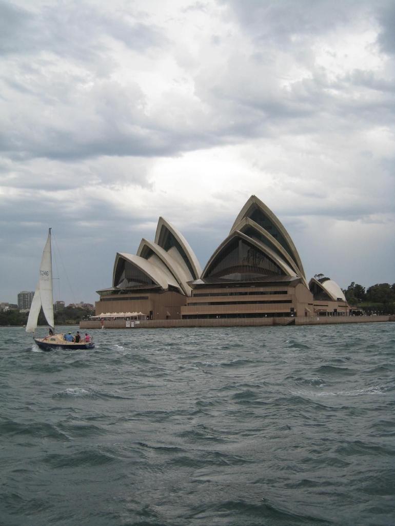 Sydney Harbour & Oper House - Sydney