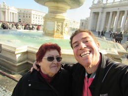 plaza San Pedro, mama y yo. , Fabio A - February 2017