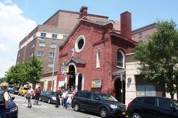 Eglise de quartier avec sa chorale gospel , Nathalie C - July 2014
