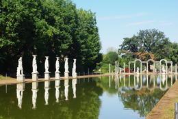 Visite des jardins de la villa d'Hadrien. , Jacqueline R - October 2016