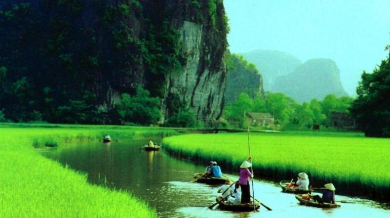 Hoa Lu Tam Coc Full-Day DELUXE Tour Including BUFFET LUNCH & River Boat Ride photo 43