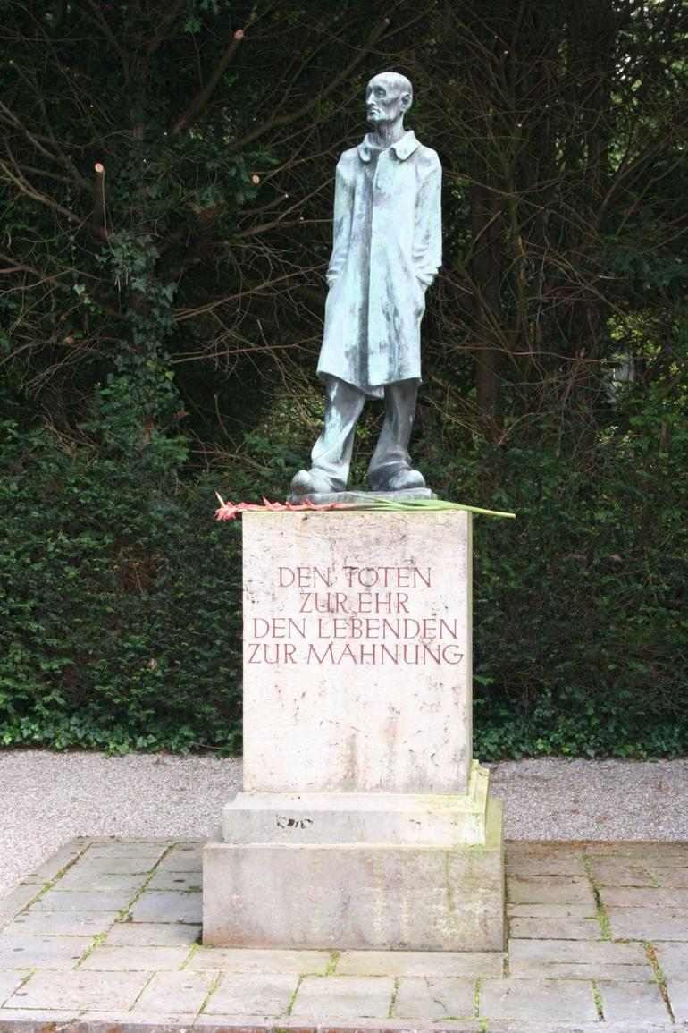 A Statue of Defiance - Munich