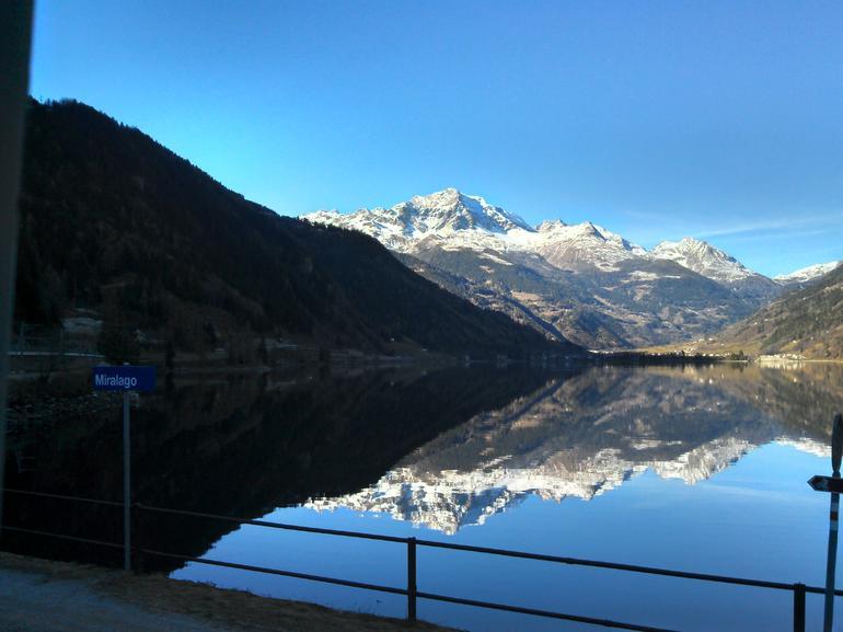 Espelho no lago - Milan