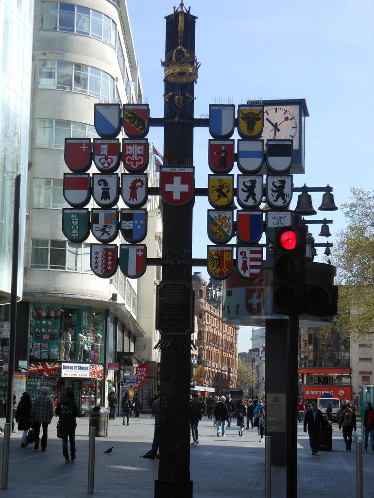 Drapeaux suisses - London