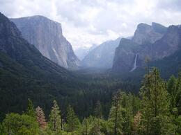 Left, El Capitan and at the background, Half Dome. Tunnel view., Marco R - June 2008