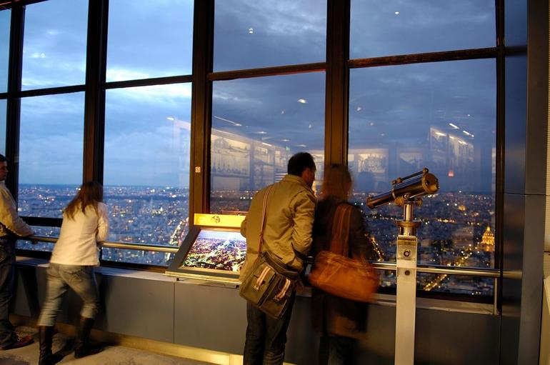 56th floor in the evening - Paris