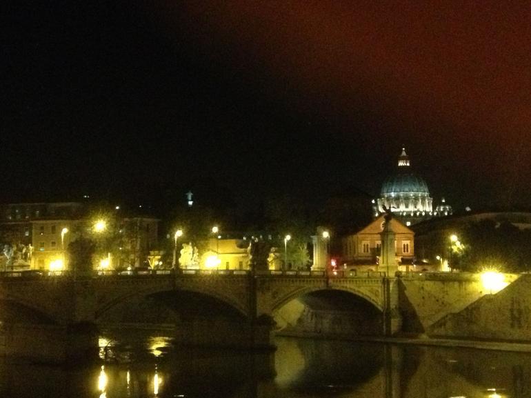 Petersdom aus der Ferne - Rome