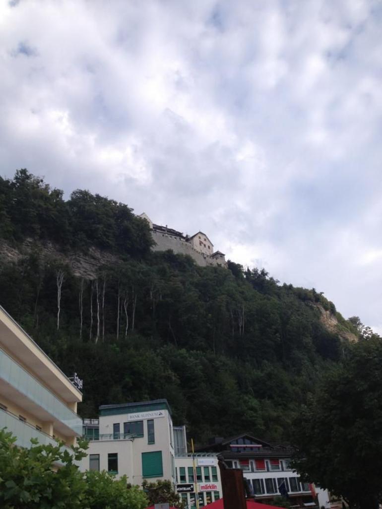 vue-sommet-chateau-leichtenstein-bus