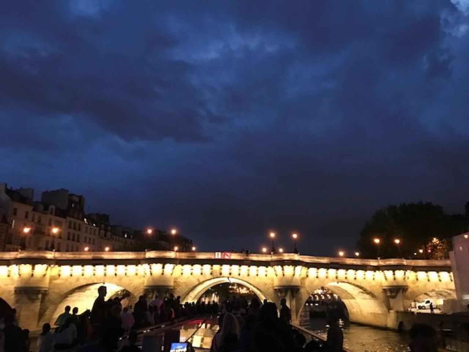 - Paris, FRANCIA