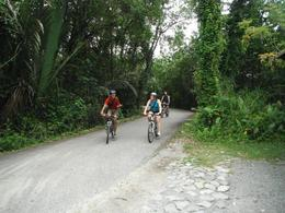 Biking with one hand and talking at the same time - guide's got skills - June 2012