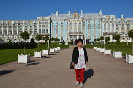 Manju in front of the Palace , Lt Col S K B - October 2013