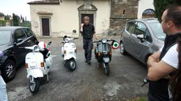 Matteo our guide teaching us about the Fiat 500 and Vespa's history , Brontë S - June 2017