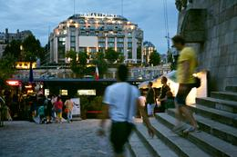 Tour starts here at the Pont Neuf and in front of Smaritaine shopping center. , Denis P - September 2013