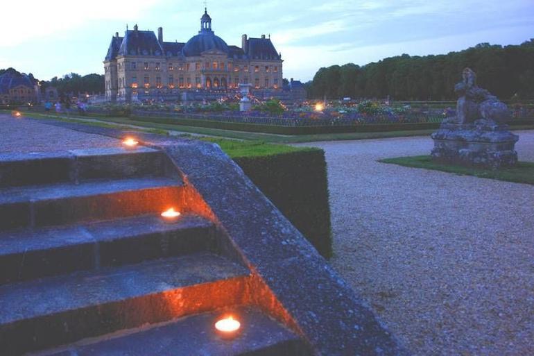 Vaux-le-Vicomte Palace by night - Paris