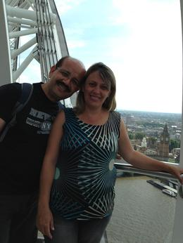 Eu e minha esposa na Capsula do London Eye. , Denir O - June 2013