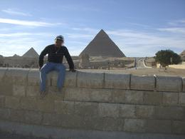Carlos, with the amazing pyramids behind, and all fabulous 5000 years history !!!, Carlos A - January 2010