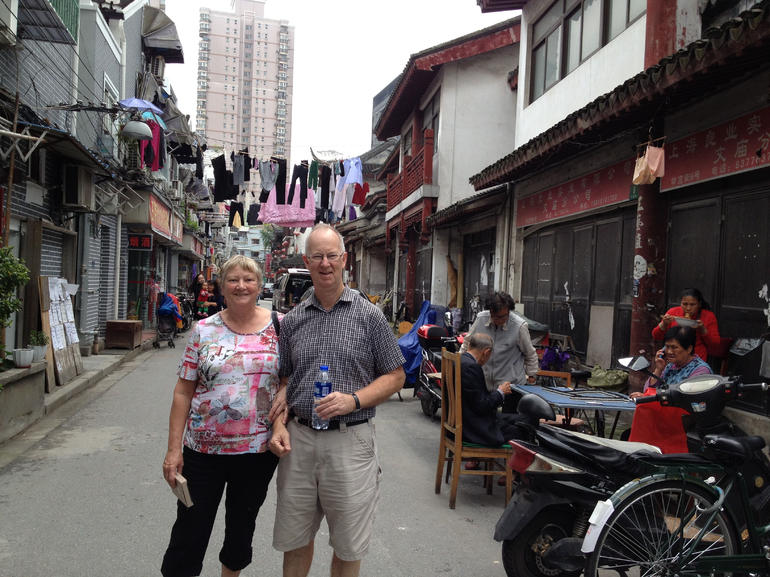 Private 2-Hour Shanghai Lanes and Alleyways Walking Tour