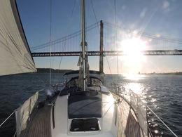 Croisière privative entre amis et famille sur un voilier spacieux au cours de laquelle j'ai pu barrer et admirer Lisbonne dans la lumière du coucher de soleil ... , jm.mariage - September 2015