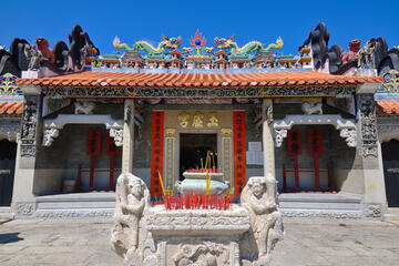Temple of the Six Banyan Trees (Liurong Temple)