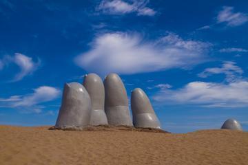 Los Dedos Playa Brava (La Mano en la Arena)