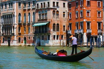 Venice Gondola Tours with a Serenade