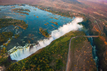 Day trips to victoria falls from livingstone for Chutes victoria piscine du diable
