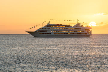Hawaiian Sunset & Dinner Cruises