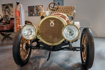 Automobile and Fashion Museum (Museo Automovilistico y de la Moda)