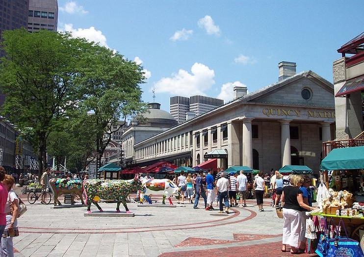 La plaza del mercado de Boston incluye Quincy Market